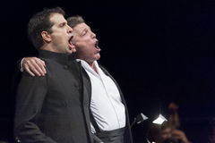 BRATISLAVA SLOVAKIEN - December 4th: Thomas Hampson och Luca Pisaroni på konserten på 4th December 2013 i Bratislava Royaltyfri Fotografi