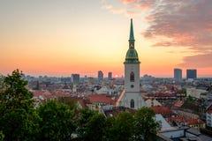 Bratislava Slovakien landskap på soluppgång på morgonen Royaltyfri Bild