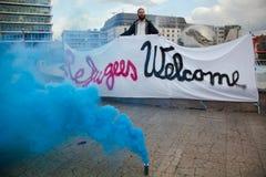Bratislava Slovakien - Maj 27th 2015: m?te av flyktingv?lkomnande royaltyfria foton
