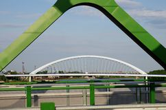 BRATISLAVA, SLOWAKEI - 20. MAI 2016: Ansicht von Bratislavas neuer alter Brücke (Stary höchst) stockbilder