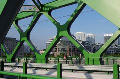 BRATISLAVA, SLOWAKEI - 20. MAI 2016: Ansicht von Bratislavas neuer alter Brücke (Stary höchst) lizenzfreies stockbild