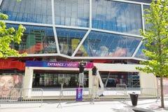 Bratislava, Slowakei - 7. Mai 2019: Das Vorbereiten tragen Tore - 3 Tage vor Hockey-Weltmeisterschaft ein stockfotografie