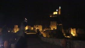 Bratislava, Slowakije Nachtmening van oud kasteel en oude stad stock footage