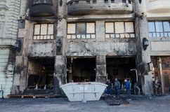 Bratislava, Slowakije, negenentwintigste November, 2018: Restaurant van de brand het ongeval vernietigde luxe - Kerstmismarkt royalty-vrije stock fotografie