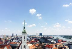 Bratislava som är i stadens centrum i sommaren Fotografering för Bildbyråer