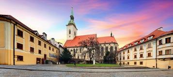 Bratislava - St Martin domkyrka, Slovakien royaltyfri foto