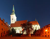 Bratislava - St Martins Cathedral au crépuscule Images libres de droits