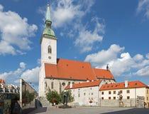 Bratislava St oknówki katedralne od południe i pomnika holokaust zdjęcia royalty free