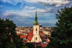 Bratislava stad på solnedgången i Slovakien Royaltyfri Fotografi