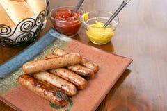 Bratwurst grillée prête à servir Photo stock