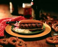 Bratwurst sur le pain photographie stock libre de droits