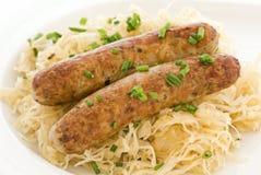 Bratwurst y sauerkraut imágenes de archivo libres de regalías
