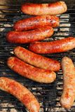 Bratwursts sur un gril Photos stock
