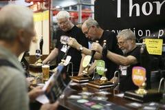 Brauer des großen britischen Bier-Festivals Lizenzfreies Stockbild
