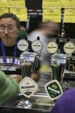 Brauer des großen britischen Bier-Festivals Lizenzfreies Stockfoto