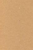 Braune Beschaffenheit des Packpapiers Papp, natürlicher rauer strukturierter Kopienraumhintergrund, helle Sonnenbräune, Gelb, bei Lizenzfreie Stockfotos