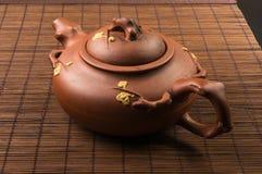 braune chinesische Teekanne Lizenzfreie Stockbilder