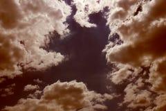 Braune Himmelbeschaffenheit des Hintergrundes Stockfotografie