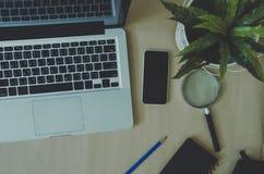 Brauner Hintergrund des Laptops Lizenzfreies Stockfoto