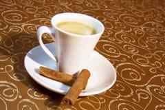 Brauner Hintergrund des Tasse Kaffees Stockfotos