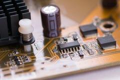 Braunes elektronisches Brett der Nahaufnahme mit kleiner Schärfentiefe 2 Lizenzfreie Stockbilder