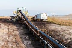 Braunkohlebergwerk im Tagebau Bandförderer Lizenzfreies Stockfoto