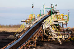 Braunkohlebergwerk im Tagebau Bandförderer Stockbild