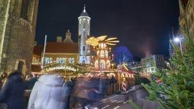 Braunschweig, Duitsland - December 17, 2017: Mooie Kerstmisverlichting in Brunswick bij Kerstmisweek Geschoten op Canon 5D Mark I stock video