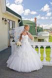Braut auf dem Balkon Lizenzfreies Stockbild