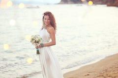 Braut auf dem Strand Lizenzfreies Stockbild