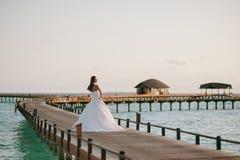 Braut auf dem Strand Lizenzfreie Stockfotografie