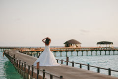Braut auf dem Strand Stockfotografie