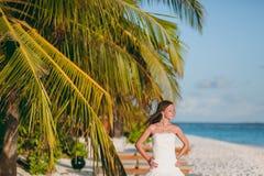 Braut auf dem Strand Stockfotos