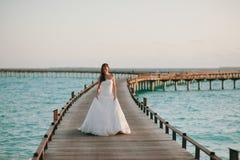 Braut auf dem Strand Lizenzfreie Stockbilder