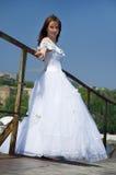 Braut auf einer Brücke Stockfotos