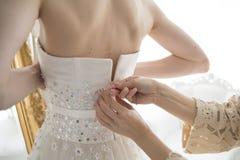 Braut, dass Sie sind, soll wir setzte das Kleid lizenzfreie stockbilder