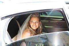 Braut in der Limousine Stockbild