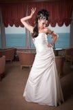 Braut in der weißen Kleidaufstellung Lizenzfreies Stockbild