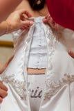 Braut, die betriebsbereites Foto erhält lizenzfreie stockbilder