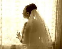 Braut, die den Bräutigam wartet lizenzfreies stockfoto