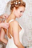 Braut, die fertig wird Lizenzfreie Stockbilder