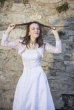 Braut, die Gesichter macht Stockfotografie