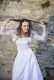 Braut, die Haar zieht Stockbilder