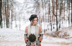 Braut, die Hochzeitsblumenstrauß hält Lizenzfreies Stockbild