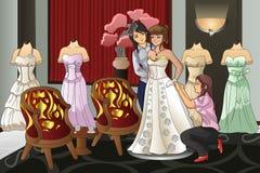 Braut, die ihr Hochzeits-Kleid passt Lizenzfreies Stockbild