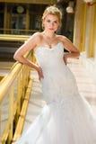 Braut in einem Hochzeitskleidervor Hochzeitsporträt lizenzfreies stockbild