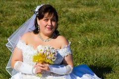Braut in einem teuren Hochzeitskleid Stockfoto