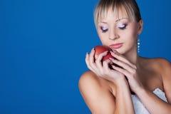 Braut mit Apfel Lizenzfreies Stockbild