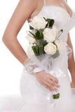 Braut mit Bündel weißen Rosen Lizenzfreies Stockfoto