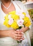 Braut mit Blume stockfotografie
